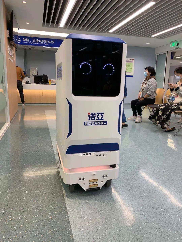"""""""同同""""和""""仁仁""""两个机器人,已在同仁医院上岗!"""